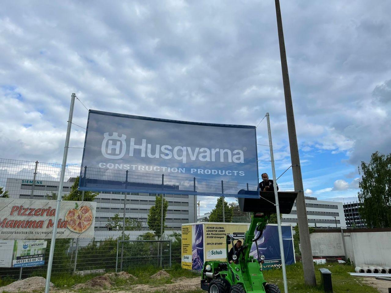Sponsor Husqvarna befestigt neue Banner